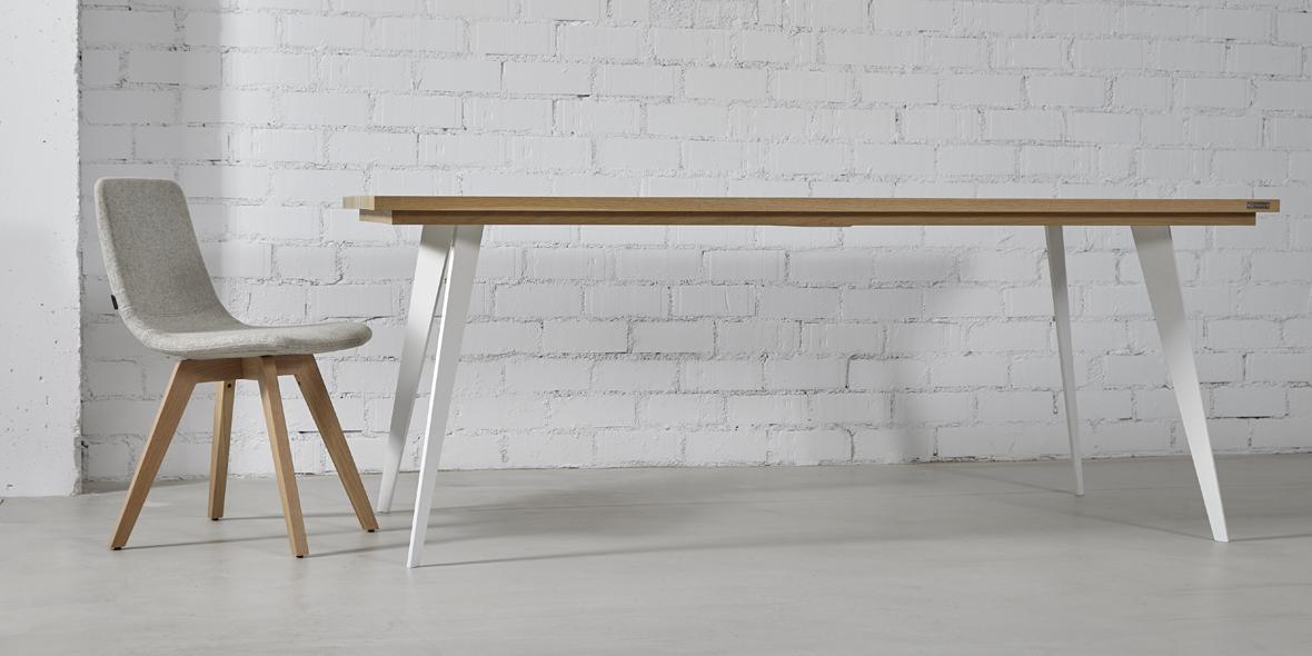 mesa comedor madera natural y patas blanco