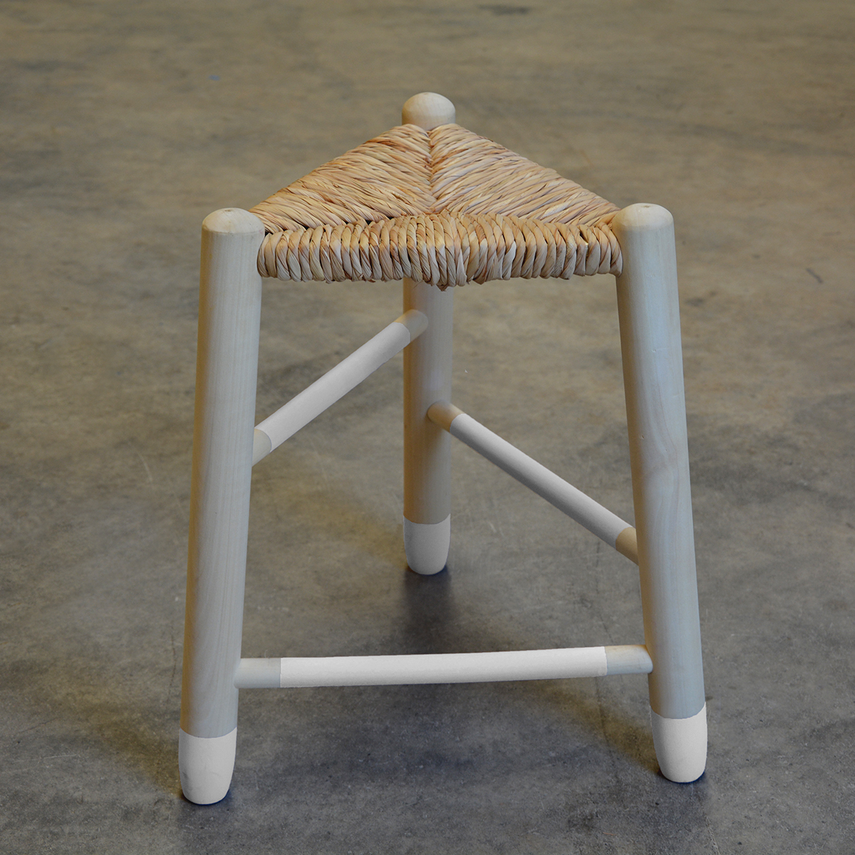 taburete madera enea 3 patas