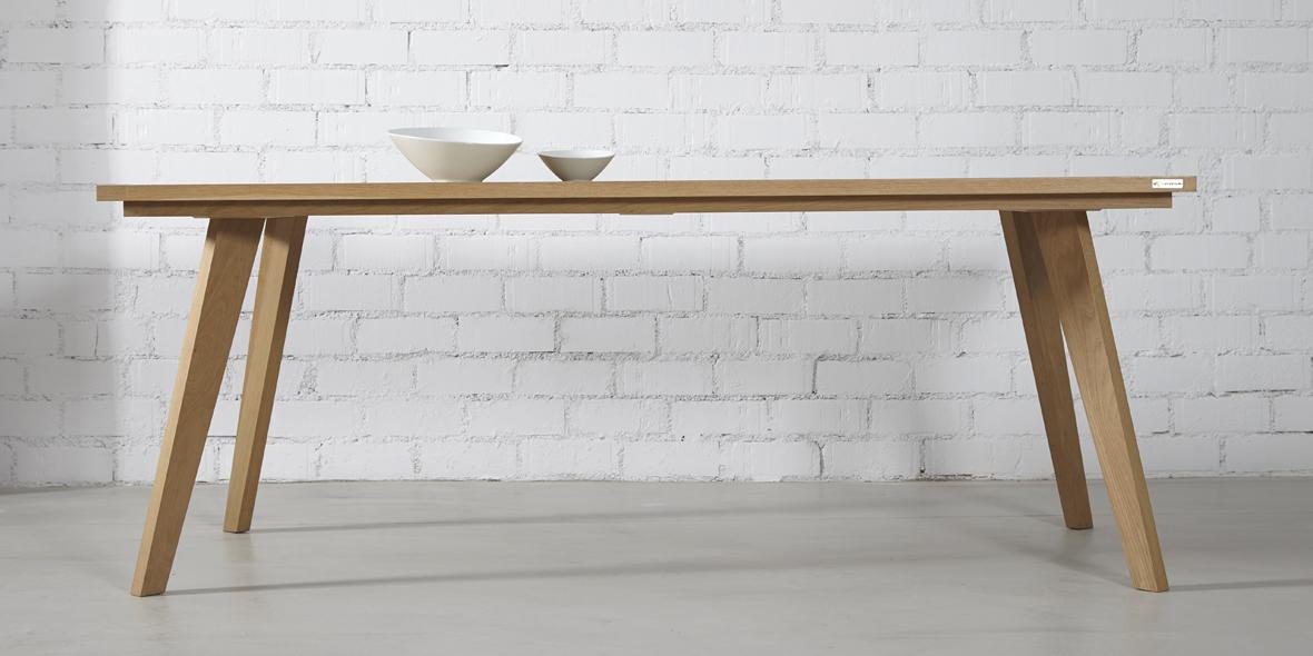 Mesa madera maciza de estilo nordico en roble y diseño original. Moblebo
