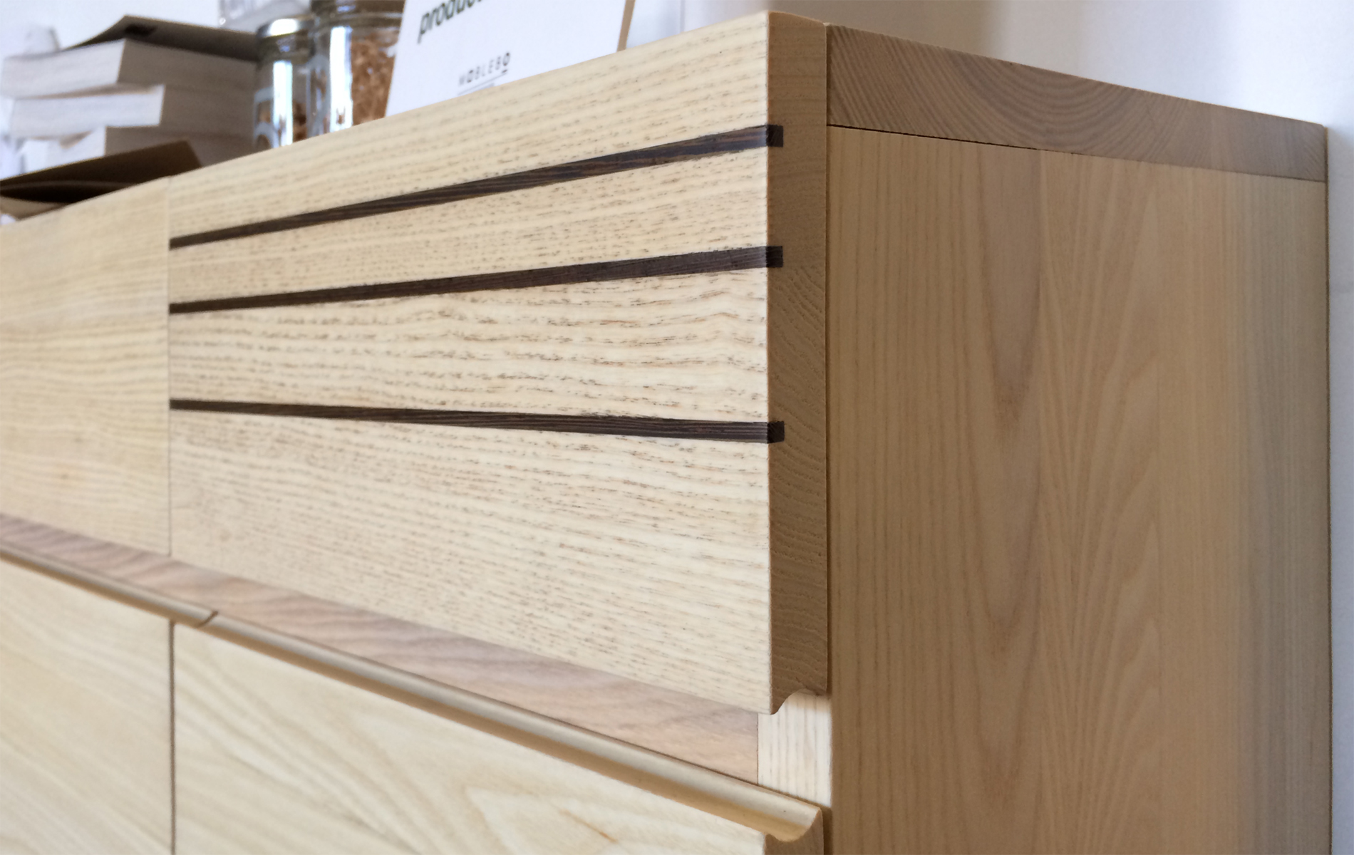 mueble madera maciza detalle cajón