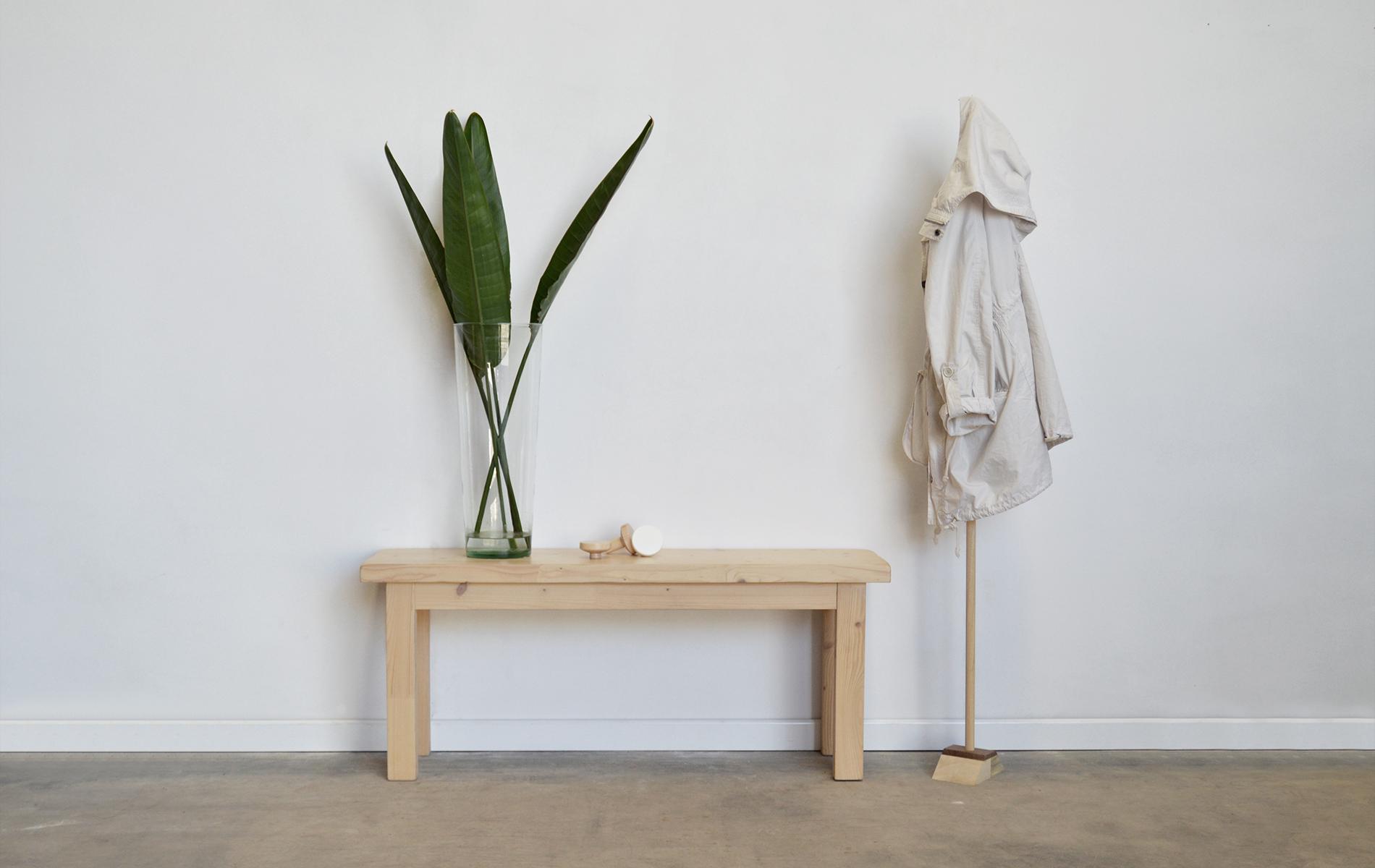 banco de madera estilo nórdico