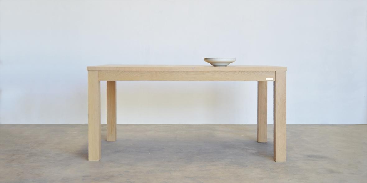 mesa de comedor diseño original en roble. Tienda online Moblebo.