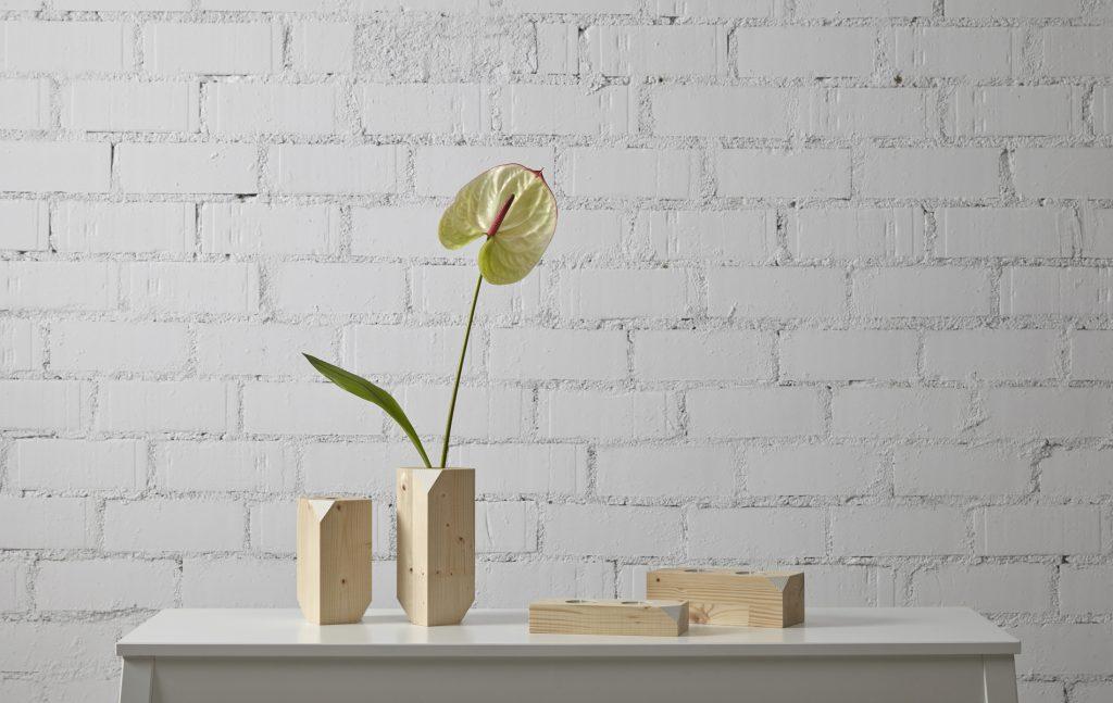 jarron de diseño en madera