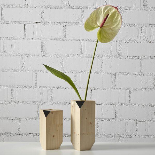 florero nordico de madera natural