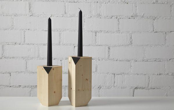 candelabro madera natural estilo nórdico con detalle color negro