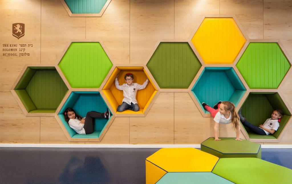 Proyectos de interiorismo sostenibles en colegios