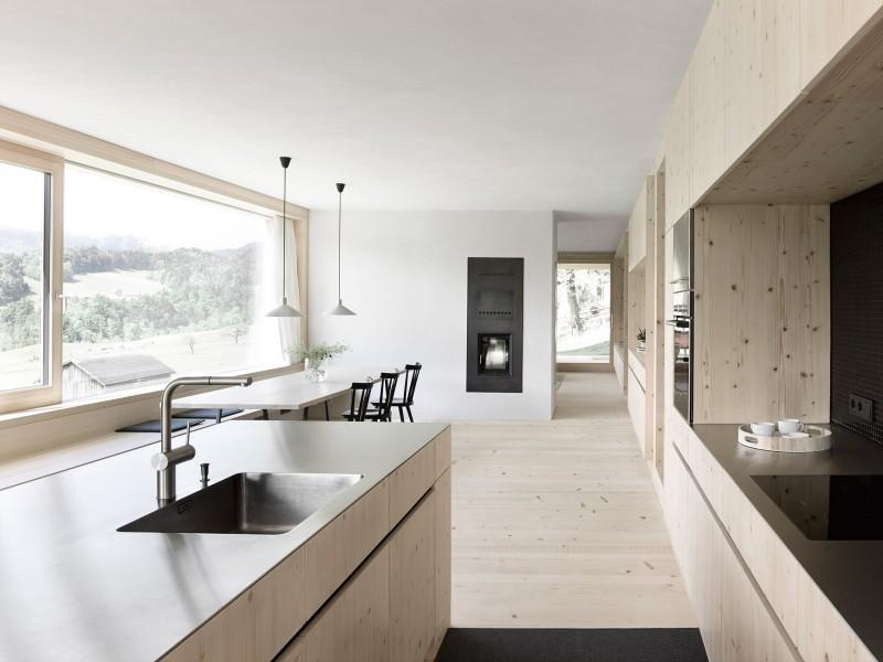 cocina de madera natural moderna