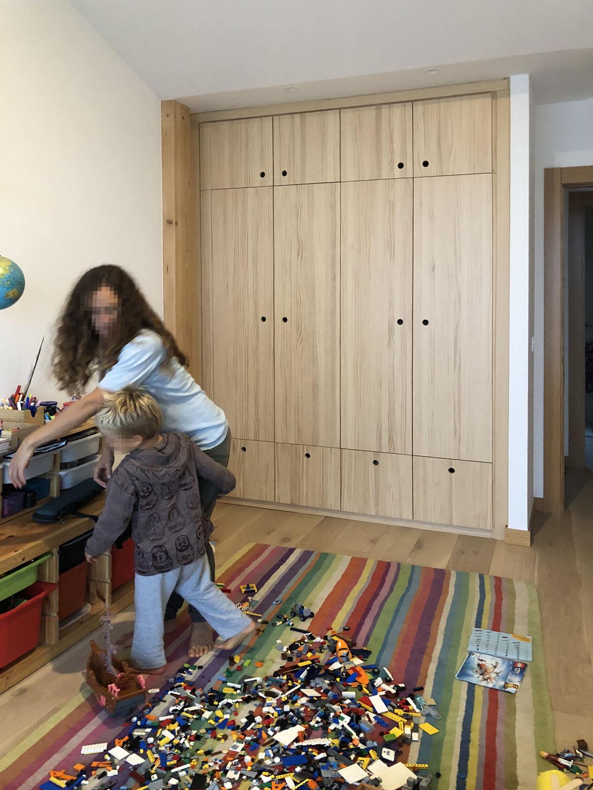 armario ropero en madera con cuatro puertas