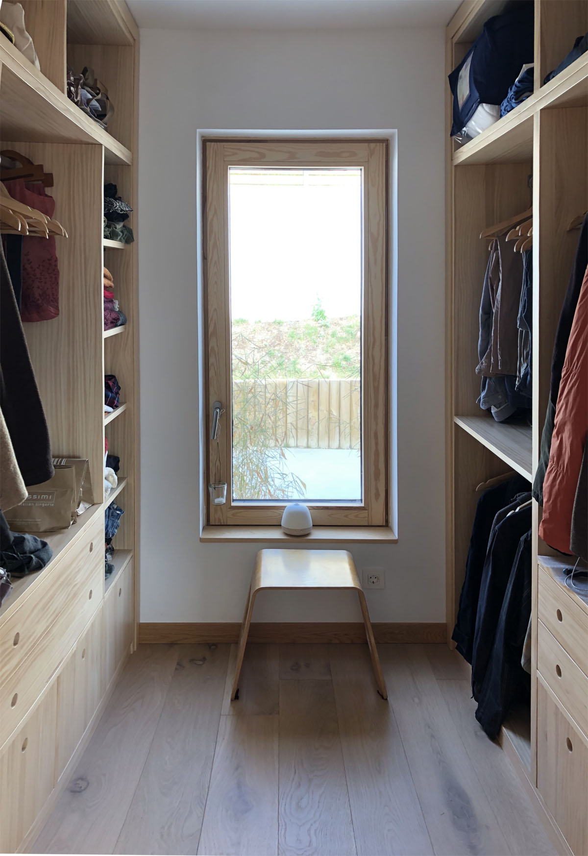armario ropero vestidor a medida en madera natural