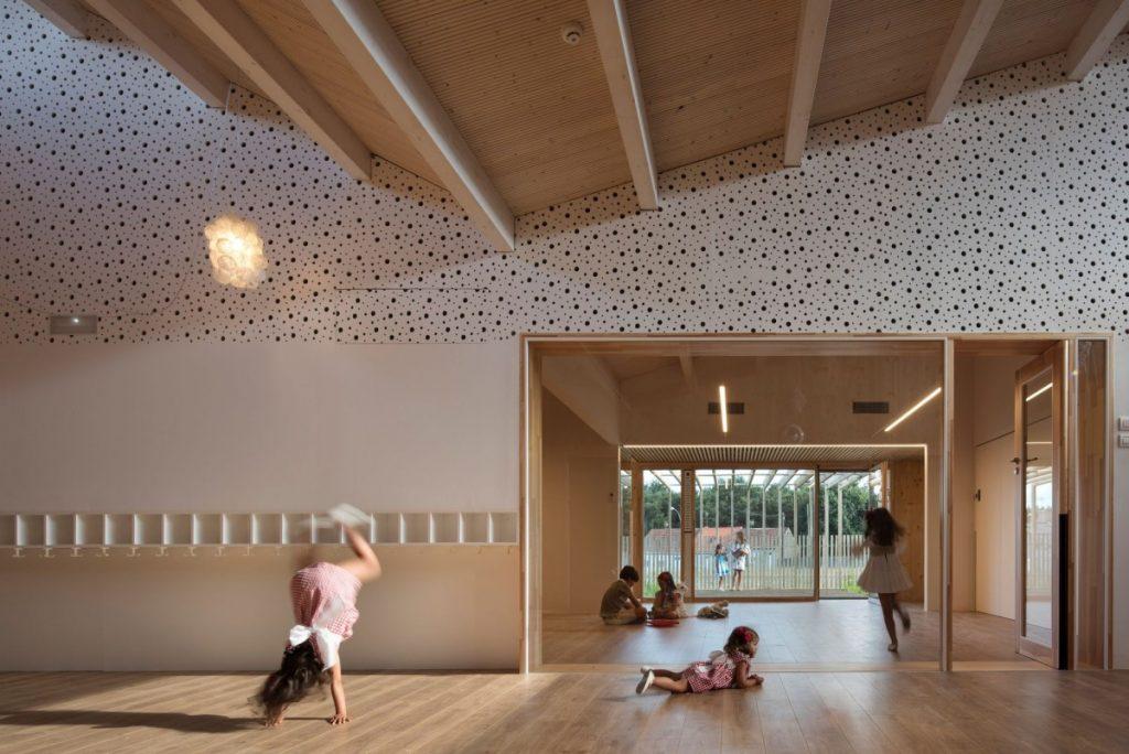 interior edificio madera