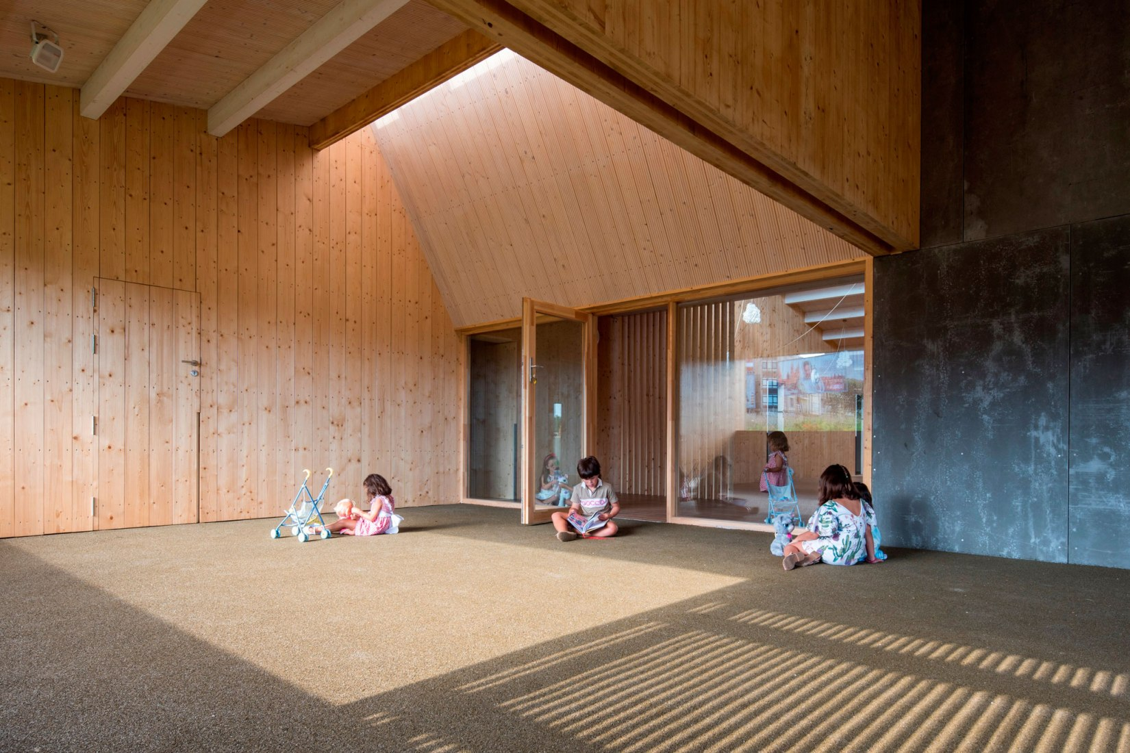 escuela construida con madera